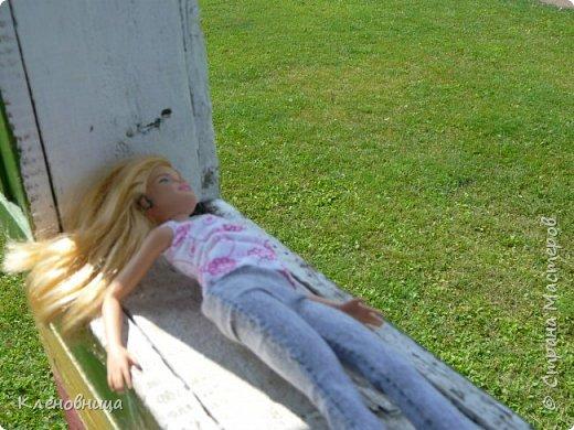 Здравствуйте, простите что давно не появлялась,не было интернета. У меня появились новые куклы и новый домик. Ждите блог со всем новым. (Я сижу печатаю ,а на улице снег идет .) С новенькими Виолой (слева) и Беллатрисой (справа) , я ходила летом в парк . Девушки вернулись жутко довольные. фото 3