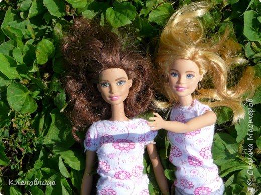 Здравствуйте, простите что давно не появлялась,не было интернета. У меня появились новые куклы и новый домик. Ждите блог со всем новым. (Я сижу печатаю ,а на улице снег идет .) С новенькими Виолой (слева) и Беллатрисой (справа) , я ходила летом в парк . Девушки вернулись жутко довольные. фото 7