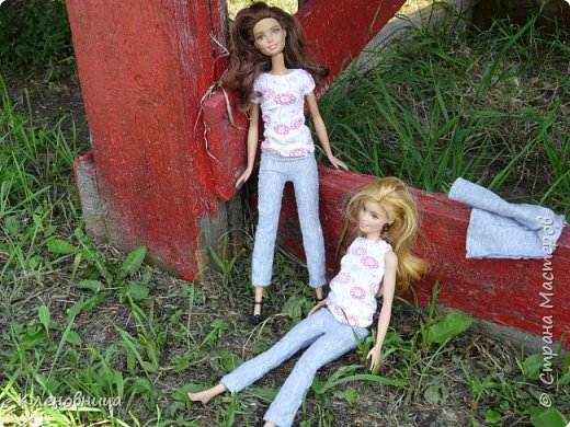 Здравствуйте, простите что давно не появлялась,не было интернета. У меня появились новые куклы и новый домик. Ждите блог со всем новым. (Я сижу печатаю ,а на улице снег идет .) С новенькими Виолой (слева) и Беллатрисой (справа) , я ходила летом в парк . Девушки вернулись жутко довольные. фото 10
