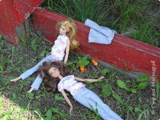 Здравствуйте, простите что давно не появлялась,не было интернета. У меня появились новые куклы и новый домик. Ждите блог со всем новым. (Я сижу печатаю ,а на улице снег идет .) С новенькими Виолой (слева) и Беллатрисой (справа) , я ходила летом в парк . Девушки вернулись жутко довольные. фото 11