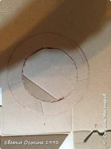 Я расскажу как сделать маленькую шляпку для украшения. Мне она понадобилась для украшение объемной цифры для дня рождения. Что бы создать шляпку нам понадобиться: ленты атласные ширина 4 см. длина 2 метра  чёрного цвета( или любого на ваш выбор), лента ширина 2 см. длина 1 метр, клей момент кристал, картон, ножницы, канцелярский нож. фото 2