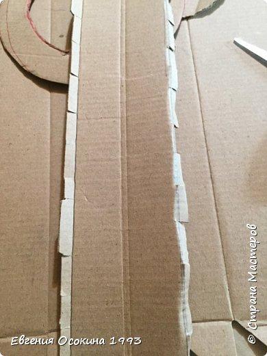 Я расскажу как сделать маленькую шляпку для украшения. Мне она понадобилась для украшение объемной цифры для дня рождения. Что бы создать шляпку нам понадобиться: ленты атласные ширина 4 см. длина 2 метра  чёрного цвета( или любого на ваш выбор), лента ширина 2 см. длина 1 метр, клей момент кристал, картон, ножницы, канцелярский нож. фото 6