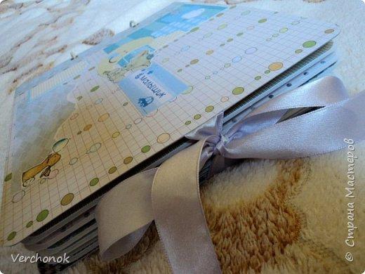 Альбом для малыша с милыми акварельными слониками) Формат 21*24 см, 7 разворотов, вмещает около 40 фото, есть места для записей. Альбом украшен замечательными стихами и картинками. фото 2
