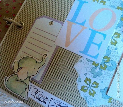 Альбом для малыша с милыми акварельными слониками) Формат 21*24 см, 7 разворотов, вмещает около 40 фото, есть места для записей. Альбом украшен замечательными стихами и картинками. фото 5