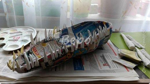 Материал: Газета, скотч, клейстер, проволка, салфетки белые, полимерная глина, ткань белая, картон, стеклянные полушарики (кабошон), лак для ногтей, масса папье-маше, глянцевый лак, нож, краски (акрил), клей фото 13