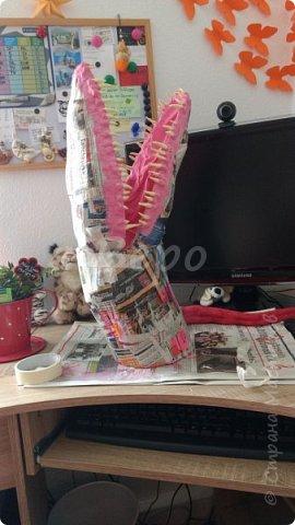 Материал: Газета, скотч, клейстер, проволка, салфетки белые, полимерная глина, ткань белая, картон, стеклянные полушарики (кабошон), лак для ногтей, масса папье-маше, глянцевый лак, нож, краски (акрил), клей фото 18