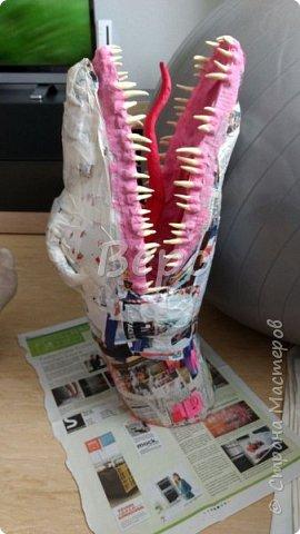 Материал: Газета, скотч, клейстер, проволка, салфетки белые, полимерная глина, ткань белая, картон, стеклянные полушарики (кабошон), лак для ногтей, масса папье-маше, глянцевый лак, нож, краски (акрил), клей фото 21