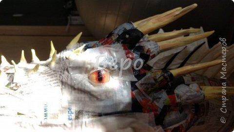 Материал: Газета, скотч, клейстер, проволка, салфетки белые, полимерная глина, ткань белая, картон, стеклянные полушарики (кабошон), лак для ногтей, масса папье-маше, глянцевый лак, нож, краски (акрил), клей фото 28