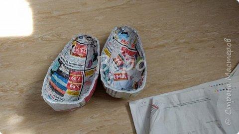 Материал: Газета, скотч, клейстер, проволка, салфетки белые, полимерная глина, ткань белая, картон, стеклянные полушарики (кабошон), лак для ногтей, масса папье-маше, глянцевый лак, нож, краски (акрил), клей фото 5