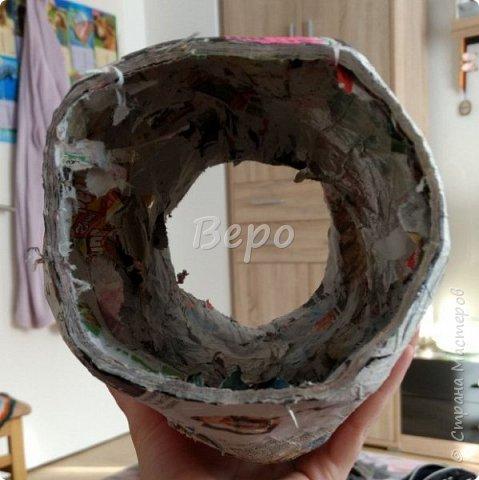 Материал: Газета, скотч, клейстер, проволка, салфетки белые, полимерная глина, ткань белая, картон, стеклянные полушарики (кабошон), лак для ногтей, масса папье-маше, глянцевый лак, нож, краски (акрил), клей фото 7