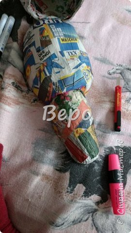 Материал: Газета, скотч, клейстер, проволка, салфетки белые, полимерная глина, ткань белая, картон, стеклянные полушарики (кабошон), лак для ногтей, масса папье-маше, глянцевый лак, нож, краски (акрил), клей фото 8