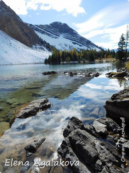 В воскресенье выбрались в горы, там уже начало порошить снежком, так что последний шанс поймать краски осени и не замерзнуть... фото 22