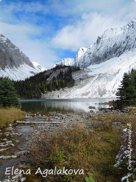 В воскресенье выбрались в горы, там уже начало порошить снежком, так что последний шанс поймать краски осени и не замерзнуть... фото 15