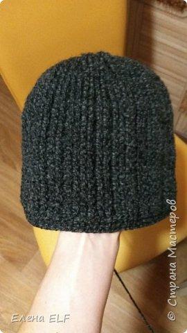 Вот такая плотная и невероятно теплая шапочка связалась мужу ко дню семьи.