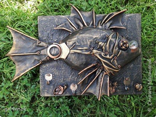 Это одна из моих работ, которые не повторюшки...  Лаком не покрывала, работа получилась матовой, под металл.. фото 1