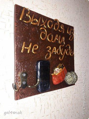 Всем добрый день. Совсем не было времени:лето, отдых, урожай, грибы( в этом году в РБ только у очень ленивых нет маринованных грибочков), выставки. Очень рада свободным часам, которые позволили выставить свои работы и зайти в гости на странички к мастерам и мастерицам. На эту работу, меня вдохновила  ~ ssemi2 ~ и её работа:   http://stranamasterov.ru/node/909870?c=favorite Фоток мало, всё и так понятно...слова, кошелёк и мозги- из ХФ, основа под мозг и телефон - папьешка.  фото 2
