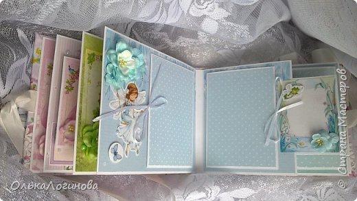 """Всем доброго дня!!!Хочу показать вам свою новую работу:альбом для маленькой принцессы.Мягкая обложка:переплетный картон проложен синтепоном и обтянут тканью,широкое кружево,атласная лента,корешок проклеен и укреплен брадс.Внутри бумага для скрапбукинга Scrapberry's коллекция """"Волшебная страна"""",цветы,полубусины. фото 6"""