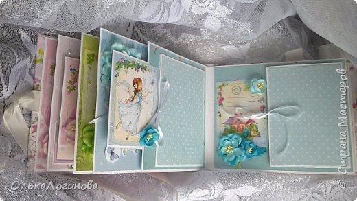 """Всем доброго дня!!!Хочу показать вам свою новую работу:альбом для маленькой принцессы.Мягкая обложка:переплетный картон проложен синтепоном и обтянут тканью,широкое кружево,атласная лента,корешок проклеен и укреплен брадс.Внутри бумага для скрапбукинга Scrapberry's коллекция """"Волшебная страна"""",цветы,полубусины. фото 7"""