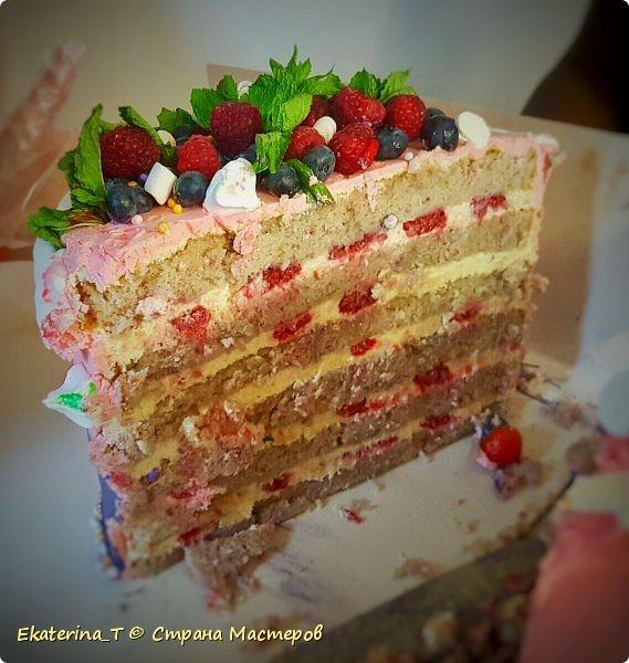 Торт малиновый, именинный, с ягодами фото 2