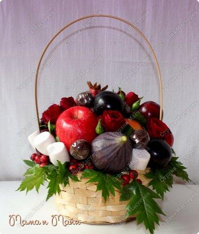 С днем Воспитателя и наступающим днем Учителя! В составе яблоки, инжир, красное манго, красные и черные сливы, гранат, чернослив в шоколаде, маршмеллоу (зефир), розы, боярышник фото 1