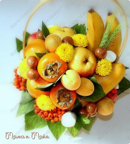 2,8 кг самых вкусных фруктов и конфет В составе груши, бананы, желтое медовое манго, мандарины, хурма, персики, абрикосы, марципановая картошка, маршмеллоу, хризантемы, колоски пшеницы и гроздья рябины фото 2