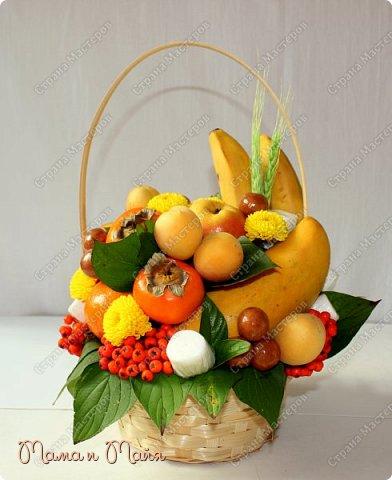 2,8 кг самых вкусных фруктов и конфет В составе груши, бананы, желтое медовое манго, мандарины, хурма, персики, абрикосы, марципановая картошка, маршмеллоу, хризантемы, колоски пшеницы и гроздья рябины фото 1