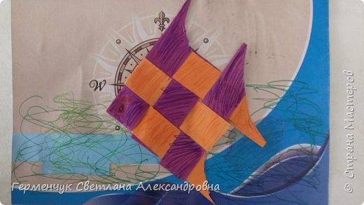 """Ребята 3 """"А"""" класса  учились переплетению полосок цветной бумаги . Получились  вот такие красавицы рыбки!  Придумывали  фантастические истории  со сказочными рыбками. Рыбка, которая познакомилась с акулой фото 7"""