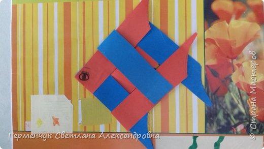 """Ребята 3 """"А"""" класса  учились переплетению полосок цветной бумаги . Получились  вот такие красавицы рыбки!  Придумывали  фантастические истории  со сказочными рыбками. Рыбка, которая познакомилась с акулой фото 9"""