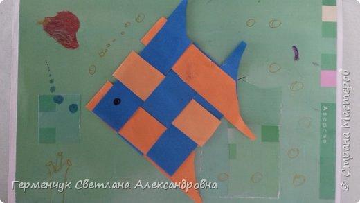 """Ребята 3 """"А"""" класса  учились переплетению полосок цветной бумаги . Получились  вот такие красавицы рыбки!  Придумывали  фантастические истории  со сказочными рыбками. Рыбка, которая познакомилась с акулой фото 21"""