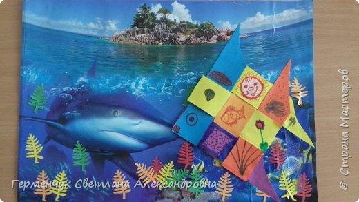"""Ребята 3 """"А"""" класса  учились переплетению полосок цветной бумаги . Получились  вот такие красавицы рыбки!  Придумывали  фантастические истории  со сказочными рыбками. Рыбка, которая познакомилась с акулой фото 24"""