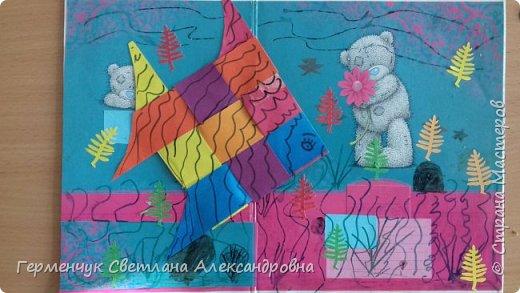 """Ребята 3 """"А"""" класса  учились переплетению полосок цветной бумаги . Получились  вот такие красавицы рыбки!  Придумывали  фантастические истории  со сказочными рыбками. Рыбка, которая познакомилась с акулой фото 25"""