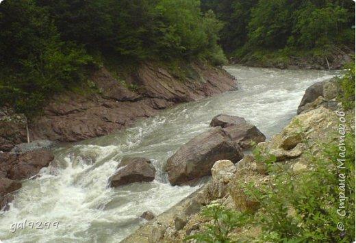 Описание местности. Примерно на середине дороги от пос. Хамышки до пос. Гузерипль республики Адыгея сливаются два мощных горных потока. Это  нижнем течении река Киша, загибаясь на запад, впадает в реку Белая.  фото 9