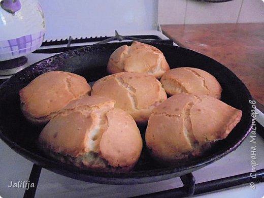 Приветствую  кулинаров Страны Мастеров и предлагаю сегодня очень простой рецепт приготовления хлебчиков на сковороде. Вот таких.  Он действительно  очень прост. На приготовление в целом уходит полчаса. Вместе с подготовкой нужных продуктов.  фото 10
