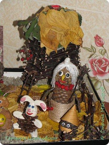 """Доброго времени суток. В садике был объявлен конкурс поделок """"Портрет осени"""" из природного материала. Вот такая сказочная поляна у нас получилась с детками. Наглядно можно изучать некоторые сказки в маленьком возрасте. фото 7"""