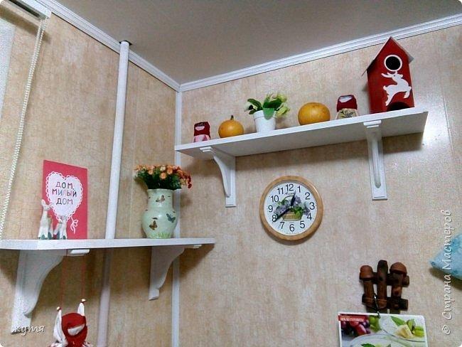 Захотелось перемен и света, покрасила полочки на кухне, по моему стало светло и уютно.)))))))