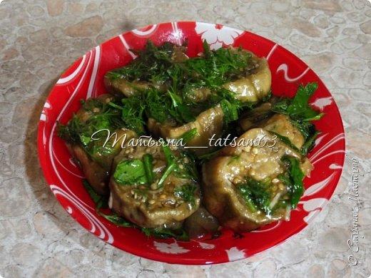 Осень – овощная пора. Недавно добралась я сделать любимую закуску из баклажанов, какую – сейчас расскажу. Придумала я ее сама, рецепт не на для закрутки на зиму, а для съедения, и съедается очень быстро. фото 16