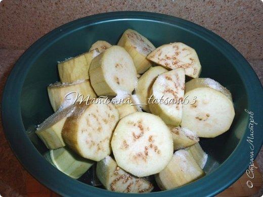 Осень – овощная пора. Недавно добралась я сделать любимую закуску из баклажанов, какую – сейчас расскажу. Придумала я ее сама, рецепт не на для закрутки на зиму, а для съедения, и съедается очень быстро. фото 5