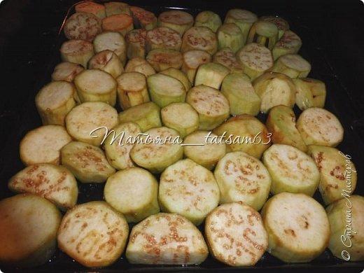 Осень – овощная пора. Недавно добралась я сделать любимую закуску из баклажанов, какую – сейчас расскажу. Придумала я ее сама, рецепт не на для закрутки на зиму, а для съедения, и съедается очень быстро. фото 6
