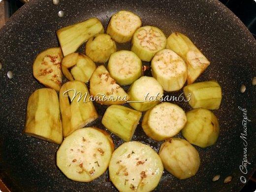 Осень – овощная пора. Недавно добралась я сделать любимую закуску из баклажанов, какую – сейчас расскажу. Придумала я ее сама, рецепт не на для закрутки на зиму, а для съедения, и съедается очень быстро. фото 7