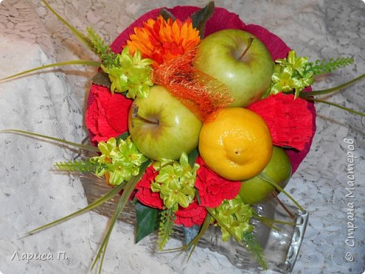 Букеты из св. фруктов и цветочков из конфет ко дню учителя фото 1