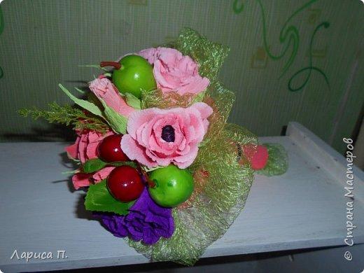 Букеты из св. фруктов и цветочков из конфет ко дню учителя фото 3