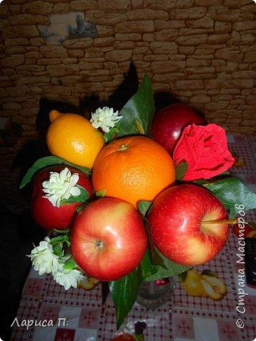 Букеты из св. фруктов и цветочков из конфет ко дню учителя фото 2