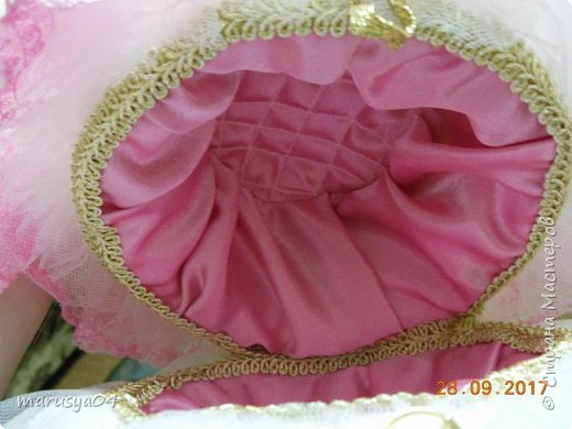 Вышла знакомая замуж, и как воспоминание о свадьбе попросила сделать куклу-шкатулку, чтобы невеста походила не оригинал  фото 10