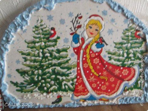 фото не четкое так как фотографировала на телефон. это будущая ключница. украшена контурами ,,снег делала из манки с добавлением белого акрила.  фото 4