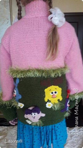 Готовимся к зиме. Дочка попросила свитер с любимыми персонажами, но одевание через голову портит причёску, а без причёски как на свете жить?))  фото 3