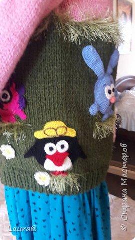 Готовимся к зиме. Дочка попросила свитер с любимыми персонажами, но одевание через голову портит причёску, а без причёски как на свете жить?))  фото 9