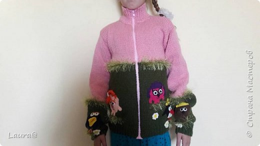 Готовимся к зиме. Дочка попросила свитер с любимыми персонажами, но одевание через голову портит причёску, а без причёски как на свете жить?))  фото 2