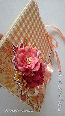 """Здравствуйте,дорогие мои!Хочу поделиться с вами своей новой работой:осенний конверт для диска.Как известно начало осени-пора свадеб вот для такого события и сделала этот конверт.Использовала остатки бумаги из набора """"Я люблю осень"""" от Арт-узор,готовые цветы-магнолии и высечки из фотобумаги(заказывала еще год назад к осеннему альбому,но не подошли и остались лежать в запасах),немного вырубки тоже нашлось в запасах хомячка,тычинки разной фактуры.Основа конверта-бумага для пастели с фактурой """"Лен"""",цвет палевый.Внутри просто два кармашка для дисков или поздравления(денежного подарка),не стала фотографировать. фото 4"""