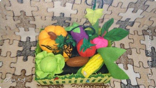 Для своей дочурки я сшила вот такой мини-огородик.  Там есть тыква, баклажан, помидор, огурец, капуста, кукуруза, свекла, картошка, морковка. фото 1