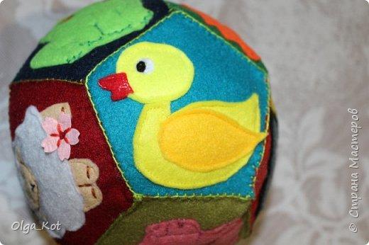 Мячик из фетра для малышей. На каждой стороне мячика я сшила животное фото 11